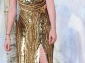 Kristen Stewart, vestido dorado Elie Saab cazadora cuero, Berlín