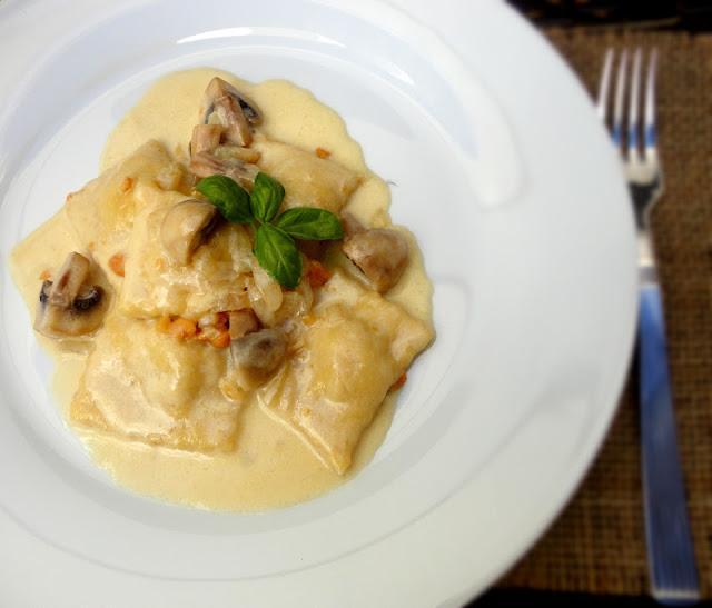 Ravioli de Foie con Salsa de Champiñones y Almendra