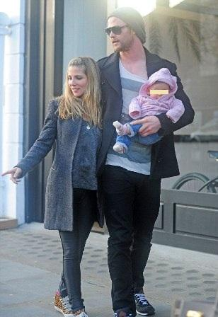 Elsa Pataky y Chris Hemsworth, shopping en Londres con su hija India