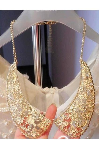 embroidery-cut-out-collar-shape-necklace