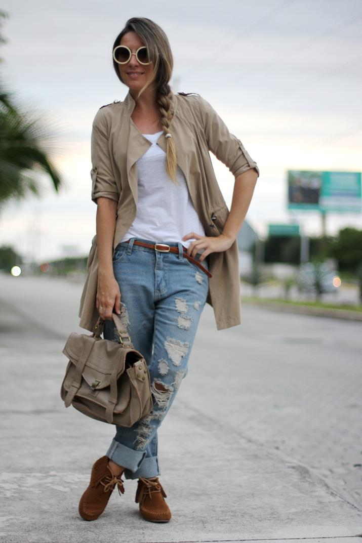 Distressed boyfriend jeans by fashion blogger Mónica Sors