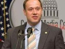 Sale armario Mike Fleck, político republicano estadounidense