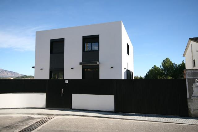 Hoy os presentamos esta vivienda unifamiliar paperblog - Casas modulares barcelona ...
