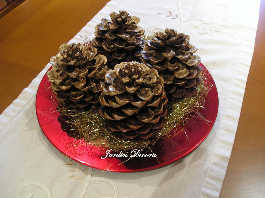 Centro de mesa navide o con pi as paperblog - Centros de mesas navidenos ...