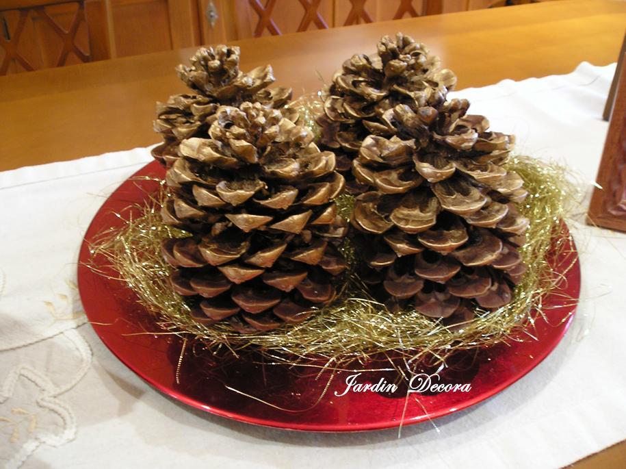 Centro de mesa navide o con pi as paperblog - Manualidades navidad con pinas ...