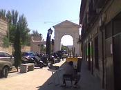está, viendo pasar tiempo... Puerta Madrid.