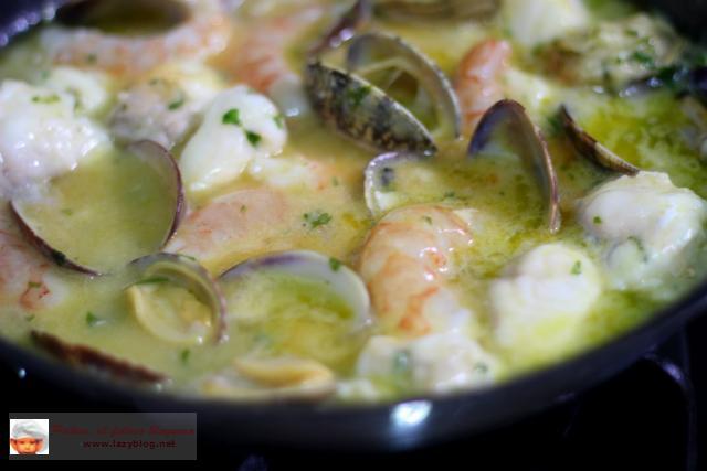 Rape en salsa verde con almejas y gambas paperblog - Salsa verde para almejas ...