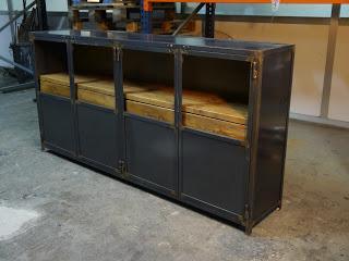 muebles de estilo industrial y vintage en acero y madera On muebles de acero madera industrial