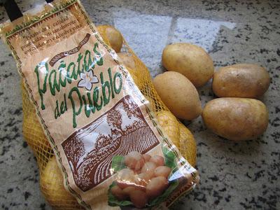 Patatas rellenas de langostinos en salsa americana