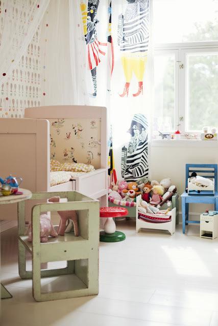 Un cuarto infantil escandinavo a todo color paperblog - Cabecero estilo escandinavo ...