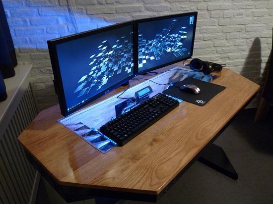 Un sorprendente modding de escritorio con pc hecho desde for Escritorio pc