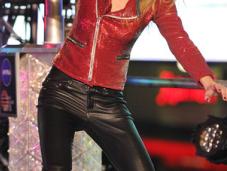 Consigue cazadora botas Taylor Swift lució Times Square