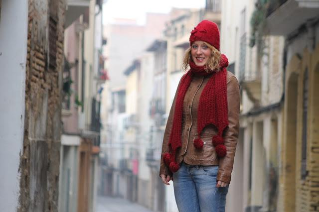 Casual outfit with red paperblog for El tenedor andorra