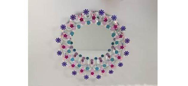 Como decorar un espejo con vasitos de plástico
