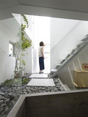 Jardin interior en una arquitectura paperblog for Interior 1 arquitectura