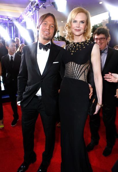 Nicole Kidman lució el Shade of Black Clutch de la colección de edición limitada Rendez- Vous de Roger Vivier