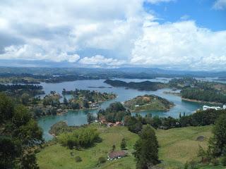Guatape (Colombia) - Un peñón en el paraíso, si