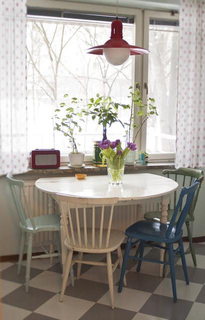 Una cocina vintage a os 50 de las que nos gustan paperblog - Mesas cocina vintage ...