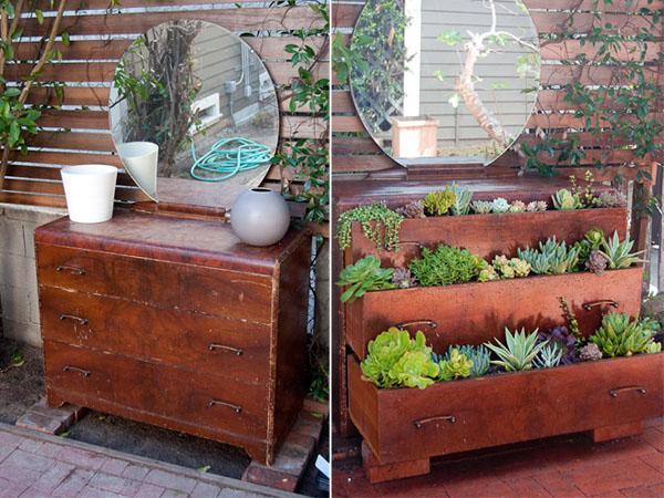 Mira este mueble viejo y gastado con plantas Este aparador si no