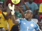 2013: Vincent Enyeama, portero paró Messi