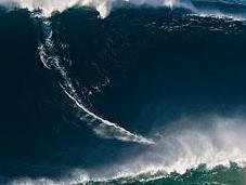 Garrett McNamara, surfea sobre metros altura bate propio récord