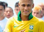 Neymar presentó nueva camiseta Brasil para Copa Confederaciones 2013