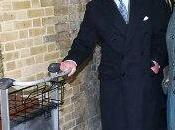 príncipe Carlos sube metro primera años conoce andén Harry Potter