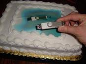 Parece stick memoria también deberían tener pastel cumpleaños #WTF