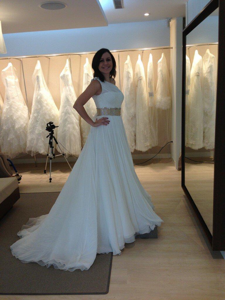 Matrimonio Accidente : Carla angola escogiendo el vestido de novia fotos