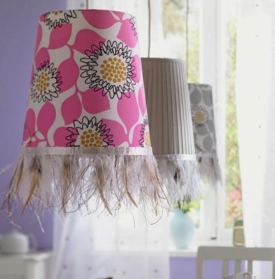 C mo decorar l mparas con plumas paperblog for Plumas para decorar