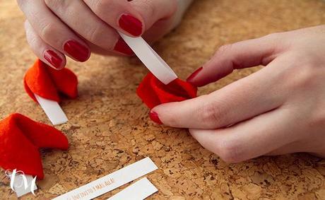 mensaje de amor en galleta Manualidades con fieltro para San Valentín