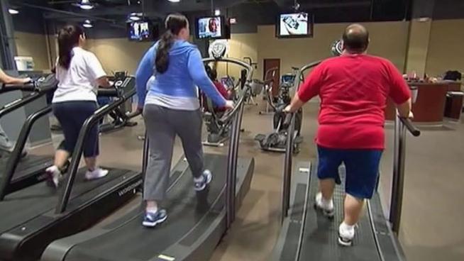 En el gym haciendo ejercicios de brazo quiero sexohola amigo disculpavivo en venezuela estoy sin dinero para mis hijosayudame solo ingresando y dandole skip ad en este enlace httpmetbzabigailayudameporfavor - 4 8