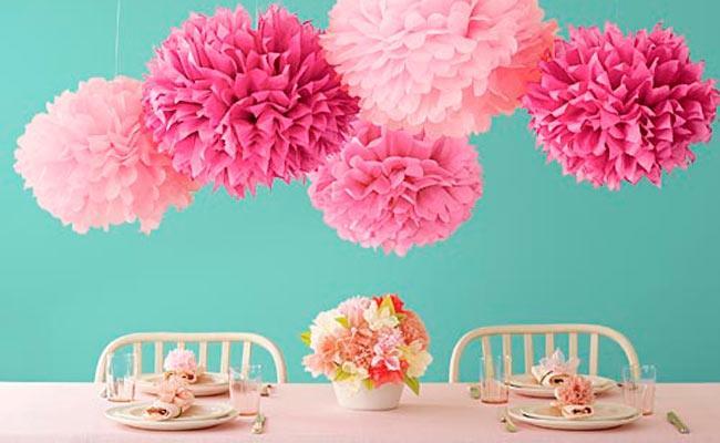 pompones para decorar Comunión Ideas para decorar comuniones en casa