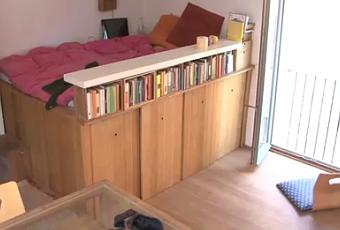Una cama como un armario minimalismo pr ctico y - Camas con armario debajo ...