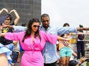 Kardashian Kanye West divierten visitando Cristo Redentor