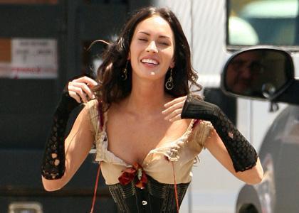 ¿No hay curvas? Pues fuera Megan Fox, vayamos a por otra.