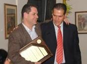 Innovarandas otorga reconocimiento Héctor Domingo