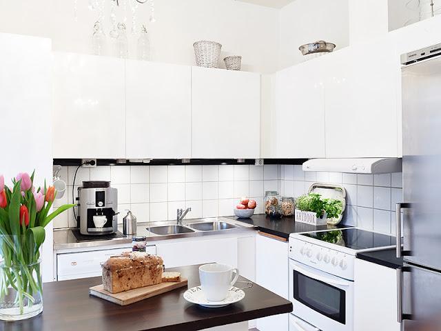 Apartamento nordico con cocina abierta al salon paperblog - Cocinas con pasaplatos al salon ...
