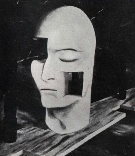 René Magritte-Mask,1920s