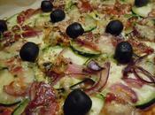 Pizza casera calabacín, jamón serrano cebolla