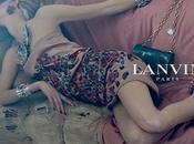 Lanvin apuesta broches