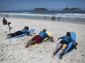 Personas discapacidad desafían olas (Brasil)