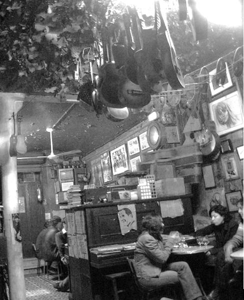 Barcelona can quimet enfrente del cine bosque el bar for Guitarras barcelona
