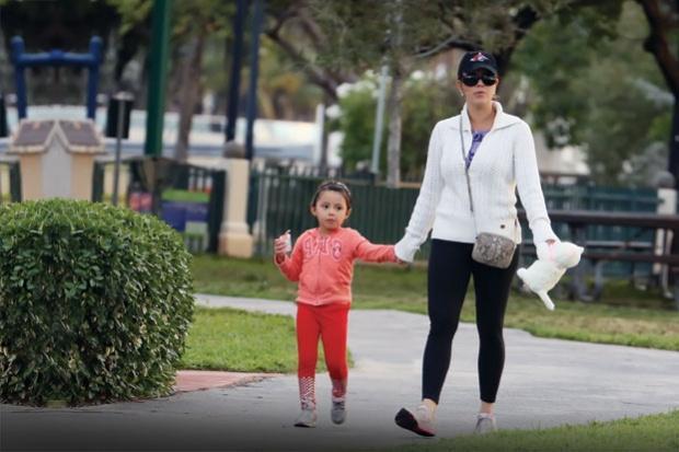 Alicia Machado pasea a su hija y también a los de Alejandro Sanz (FOTOS)