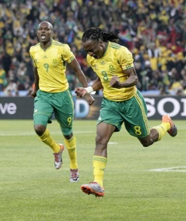 South Africa's Siphiwe Tshabalala (R) celebrates his goal against Mexico next to team mate South Africa's Katlego Mphela during the 2010 World Cup opening match at Soccer City stadium in Johannesburg June 11, 2010. REUTERS/Henry Romero (SOUTH AFRICA - Tags: SPORT SOCCER SPORT SOCCER WORLD CUP)