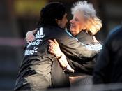 Maradona apoyó Abuelas Plaza Mayo