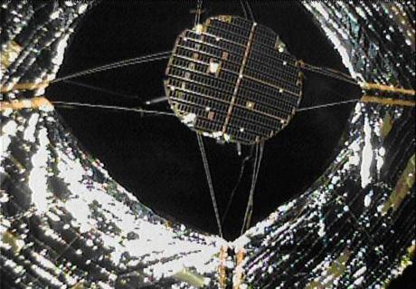 Imágenes de Ikaros y su vela solar completamente desplegada