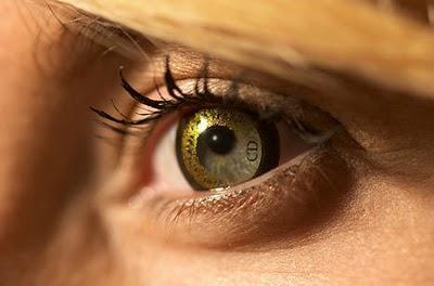 Lentes de contacto doradas, de Christian Dior