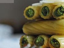 Timbal tortiglioni rellenos espinacas, ricotta pesto