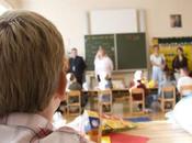 padres tendrán derecho hijos puedan estudiar castellano